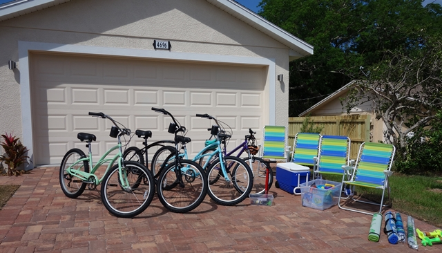 Bikes and Beach Utensils Villa Happy Gator